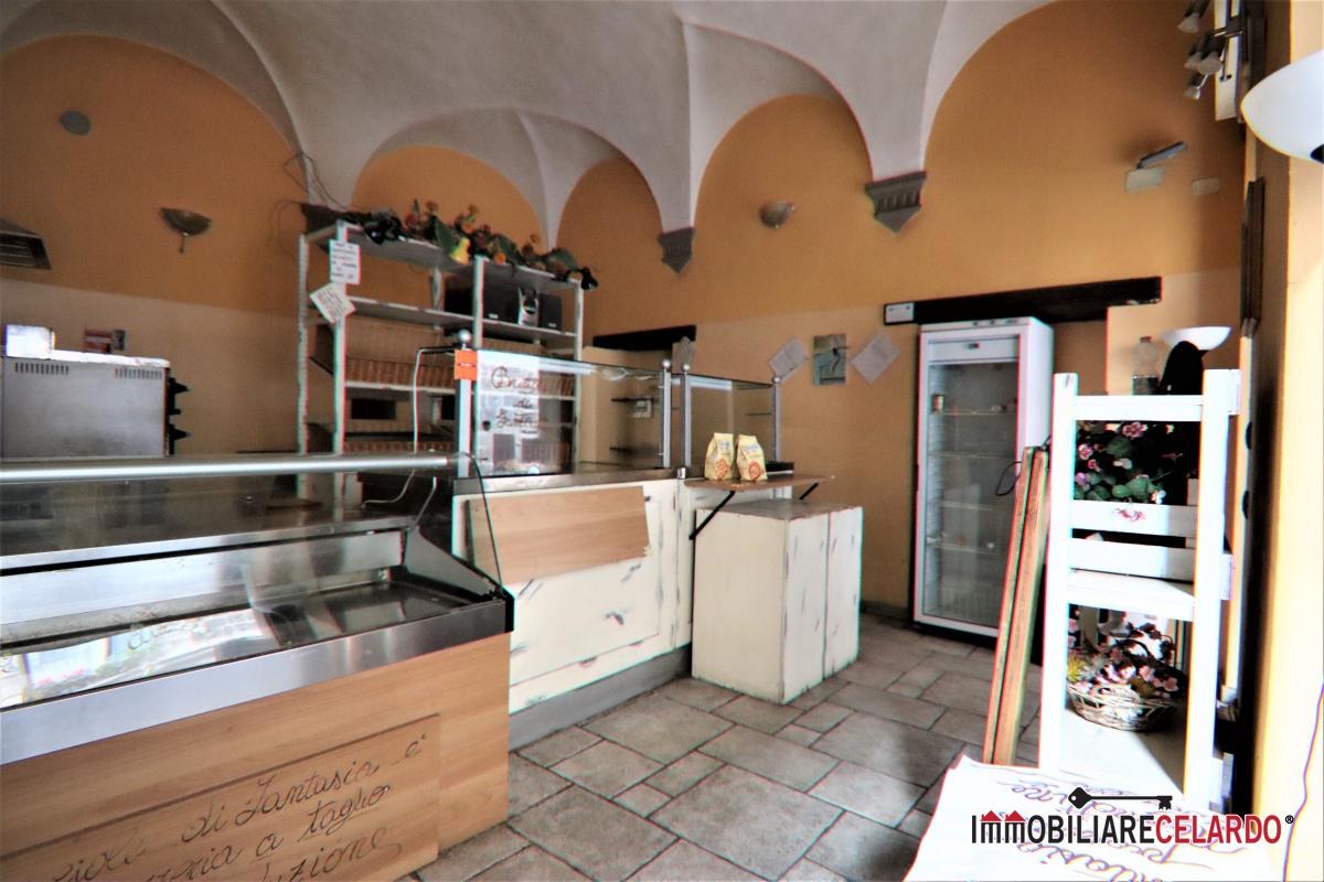 Negozio / Locale in affitto a Colle di Val d'Elsa, 3 locali, prezzo € 680 | CambioCasa.it